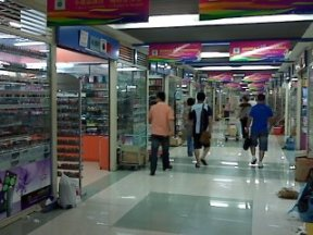 cosmetics and cosmetic accessories wholesale market