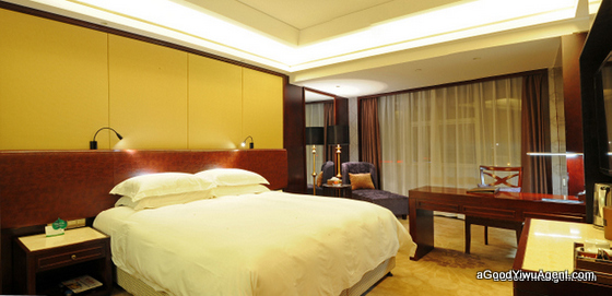 4 Star Hotel RIGHT Inside Yiwu Market queen bed room
