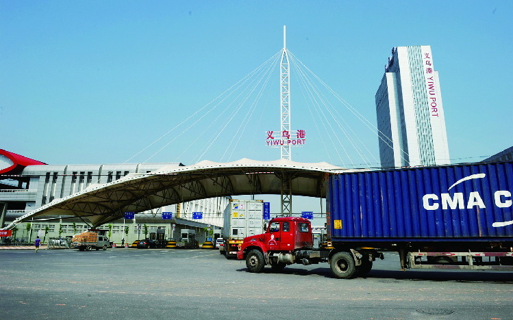 800 containers were packed each day at Yiwu port, a huge warehouse 2 mins away from Yiwu main market. (Year 2015)