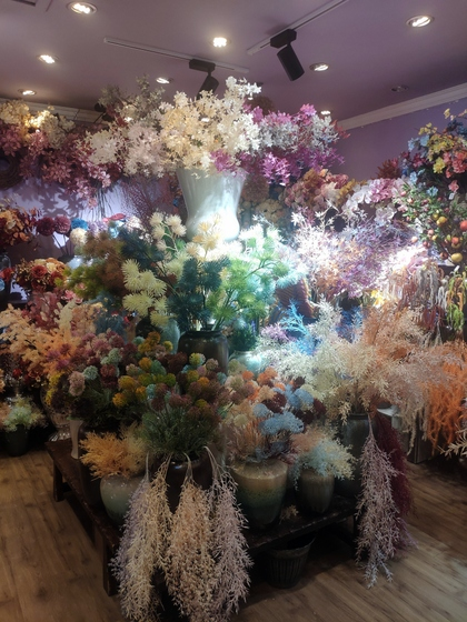 9101 YIZHENG Artificial Flowers & Plants wholesale supplier showroom 003