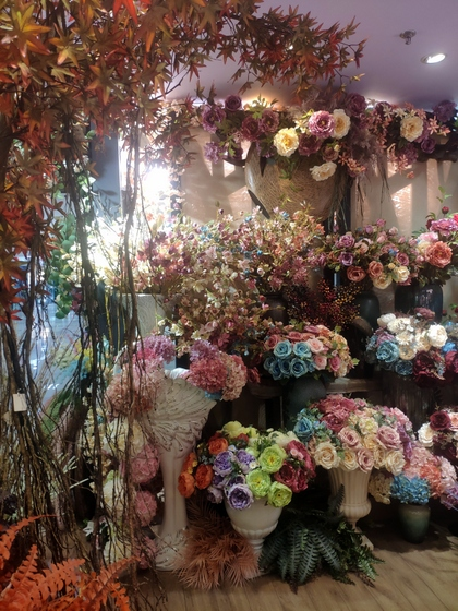 9101 YIZHENG Artificial Flowers & Plants wholesale supplier showroom 010