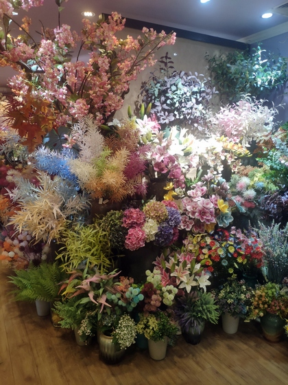 9101 YIZHENG Artificial Flowers & Plants wholesale supplier showroom 013