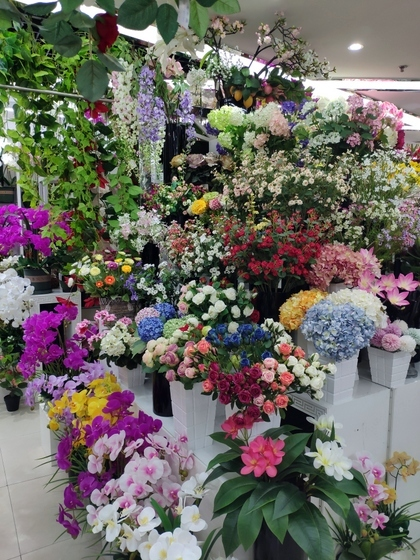 9104 SIHAI Artificial Flowers & Plants showroom 005