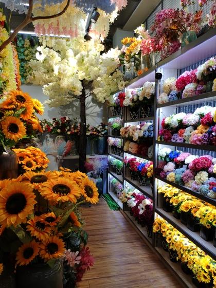 9107 ShunChang Plastic Flowers Store Front Showroom 002