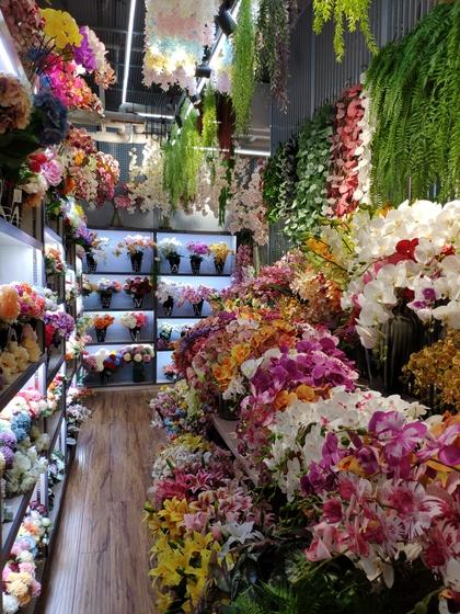 9107 ShunChang Plastic Flowers Store Front Showroom 003