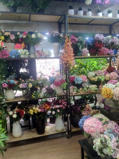 9111 TINGXUAN Flowers Factory Wholesale Supplier in Yiwu China. Showroom 008
