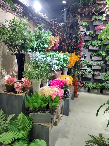 9116 Bright Land Man made Plants & Leaves Showroom 005