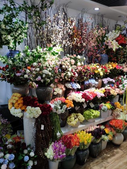 9117 JunTing Artificial Flowers Showroom 004