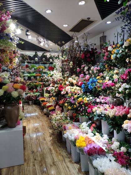 9117 JunTing Artificial Flowers Showroom 007