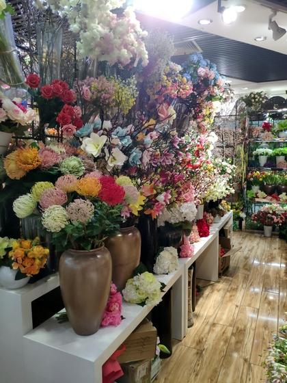 9117 JunTing Artificial Flowers Showroom 008