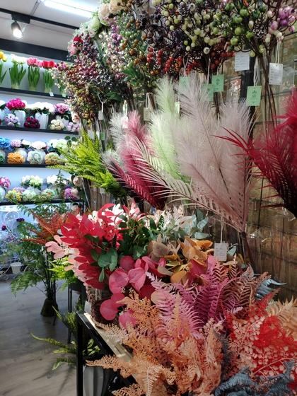 9118 SHENGDA Imitation Flowers Showroom 005