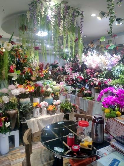9124 XINSIJI Artificial Flowers & Plants Wholesale Factory Supplier in Yiwu China. Showroom 002