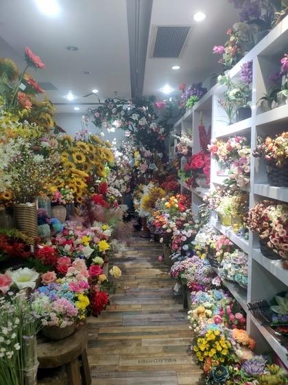 9124 XINSIJI Artificial Flowers & Plants Wholesale Factory Supplier in Yiwu China. Showroom 003