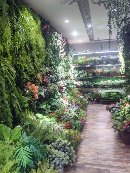 9124 XINSIJI Artificial Flowers & Plants Wholesale Factory Supplier in Yiwu China. Showroom 004