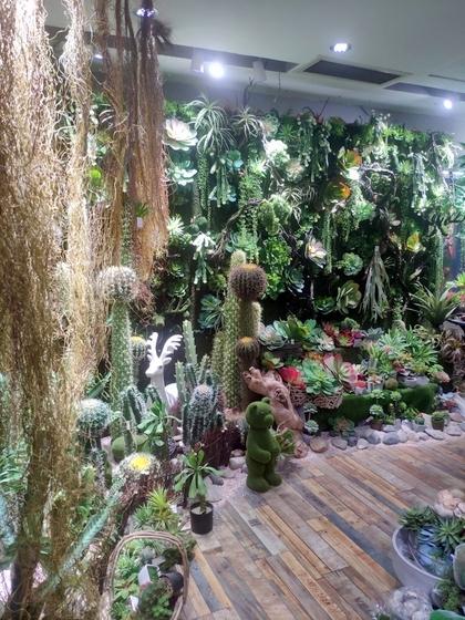 9124 XINSIJI Artificial Flowers & Plants Wholesale Factory Supplier in Yiwu China. Showroom 006