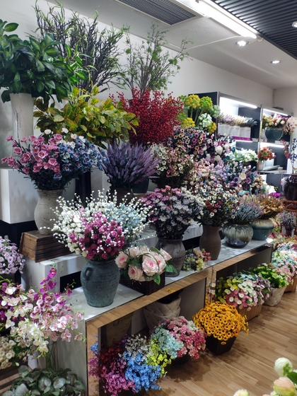 9129 HONGJINGSHU Artificial Flowers Showroom 004