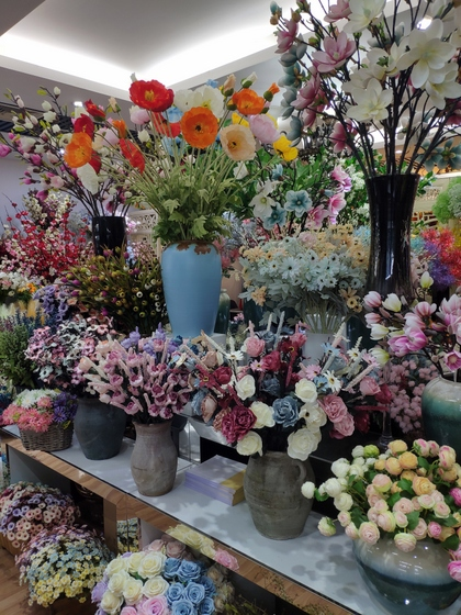 9129 HONGJINGSHU Artificial Flowers Showroom 005