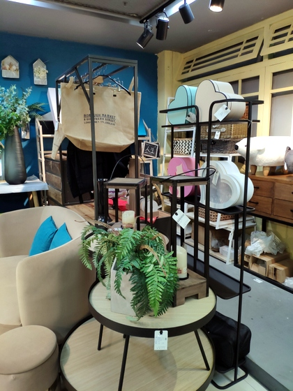 9135 Rich Flower Package & Accessories Showroom 008