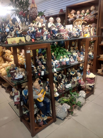 9136 SHZM Home Decor Giftware Factory Wholesale Supplier in Yiwu China. Showroom 004