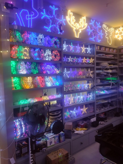 9137 WEIWEI Christmas Lights Factory Wholesale Supplier in Yiwu China. Showroom 007