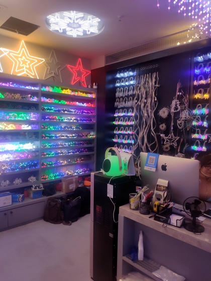 9137 WEIWEI Christmas Lights Factory Wholesale Supplier in Yiwu China. Showroom 009