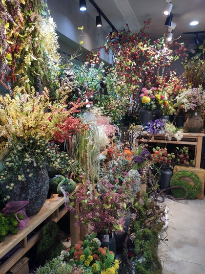 9138 XINGDA Plastic Flowers Showroom 005