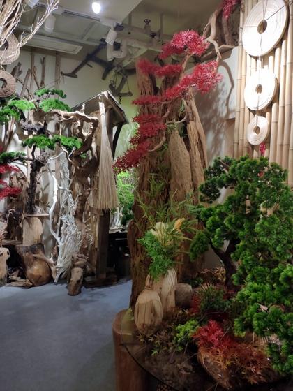 9141 SHAMU Pine Trees Carving Showroom 005