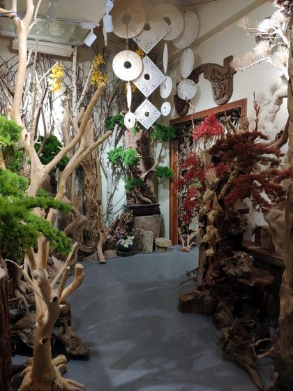 9141 SHAMU Pine Trees Carving Showroom 006