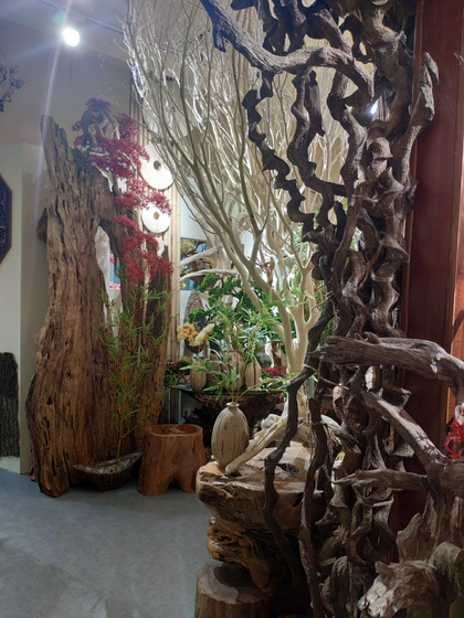 9141 SHAMU Pine Trees Carving Showroom 007