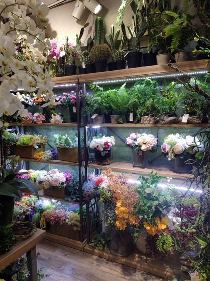 9142 JUMI Artificial Flowers Showroom 001