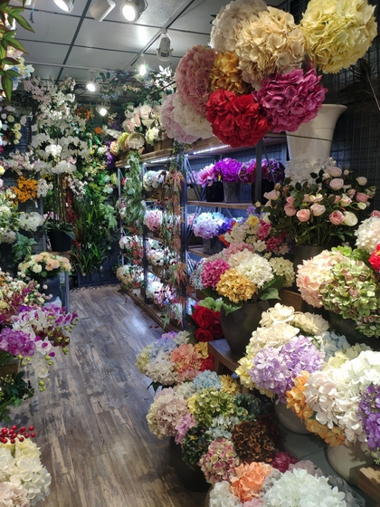 9142 JUMI Artificial Flowers Showroom 004