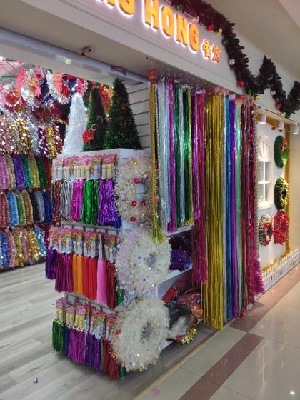 9157 ShengHong Christmas Stripes & Garlands Showroom 001