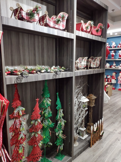 9172 BoYang Christmas Crafts Showroom 007