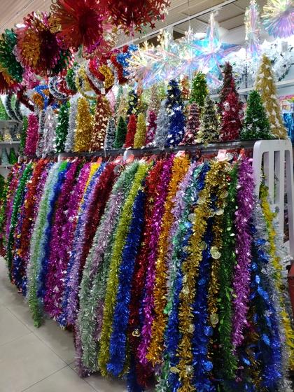 9195 HuanDi Festival Hanging Stripes Showroom 001