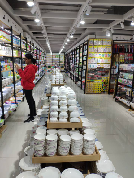 Our client is selecting dollar store items in Yiwu wholesale market