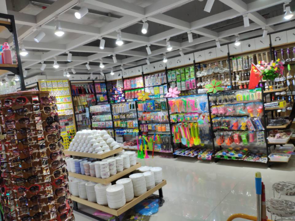 A big dollar store items wholesaler in Yiwu Futian market