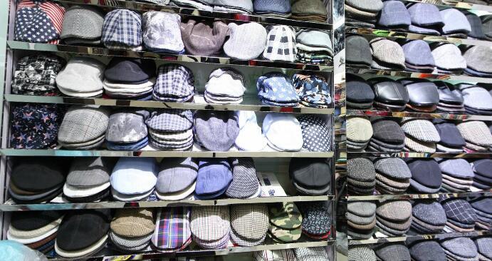 men-duck-hats-yiwu-market