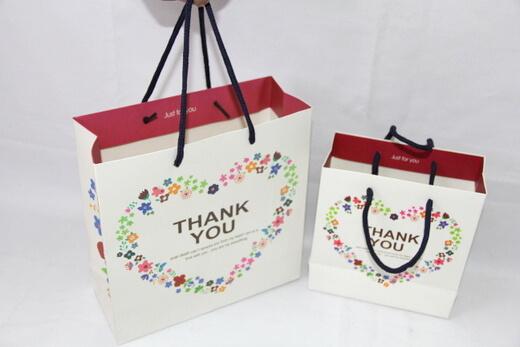 210g White cardboard gift Paper Bag, small flower heart,  #03019