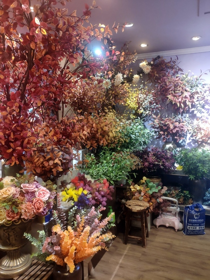 9101 YIZHENG Artificial Flowers & Plants wholesale supplier showroom 008