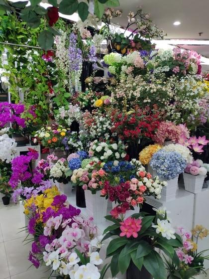 9104 SIHAI Artificial Flowers & Plants showroom 005