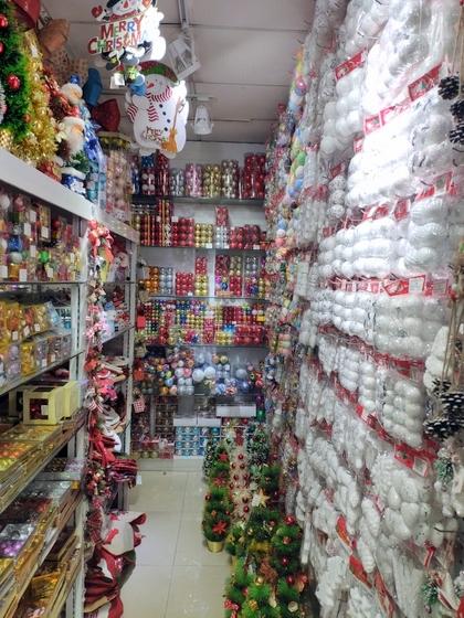 9112 RONGFU Christmas Items Showroom 007