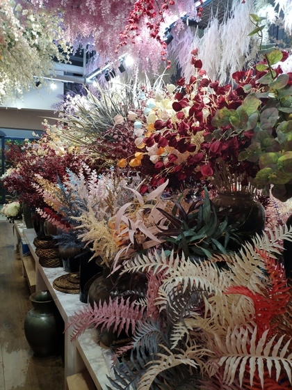 9115 JUNTING Fake Flowers and Plants Showroom 004