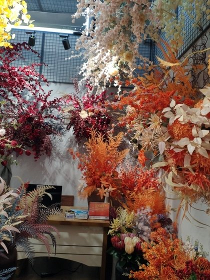 9115 JUNTING Fake Flowers and Plants Showroom 005