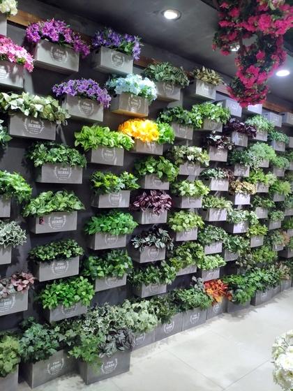 9116 Bright Land Man made Plants & Leaves Showroom 006