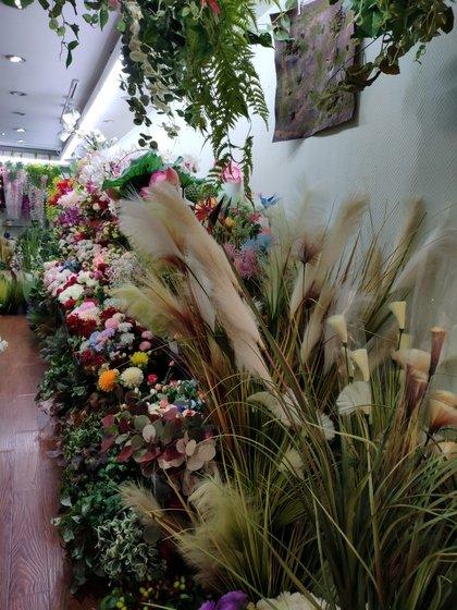 9119 HongShuLin Man Made Flowers Showroom 001