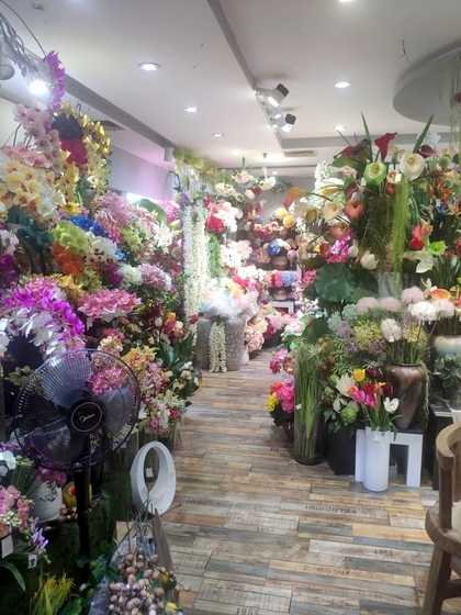 9124 XINSIJI Artificial Flowers & Plants Wholesale Factory Supplier in Yiwu China. Showroom 001