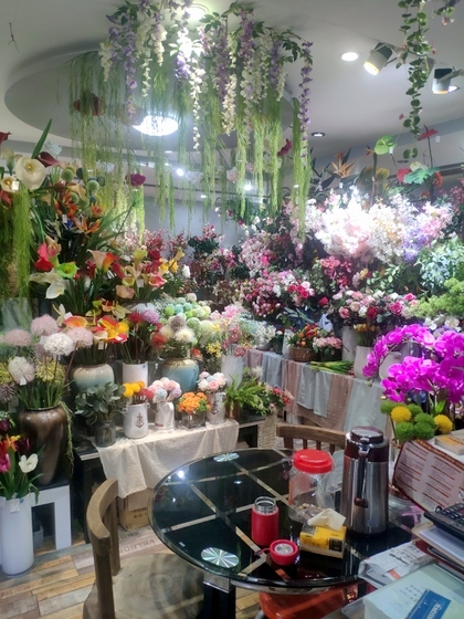 9124 XINSIJI Artificial Flowers & Plants Wholesale Factory Supplier in Yiwu China. Showroom 002