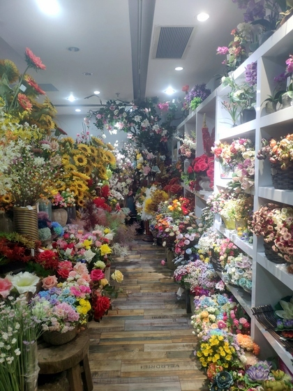 9124 XINSIJI Artificial Flowers & Plants Wholesale Factory Supplier in Yiwu China. Showroom 003