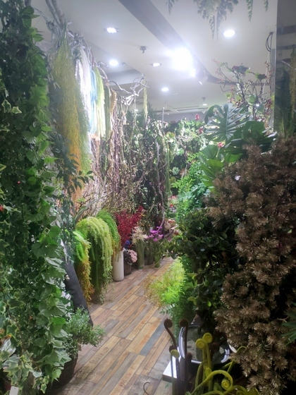 9124 XINSIJI Artificial Flowers & Plants Wholesale Factory Supplier in Yiwu China. Showroom 005