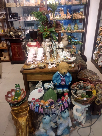 9136 SHZM Home Decor Giftware Factory Wholesale Supplier in Yiwu China. Showroom 003